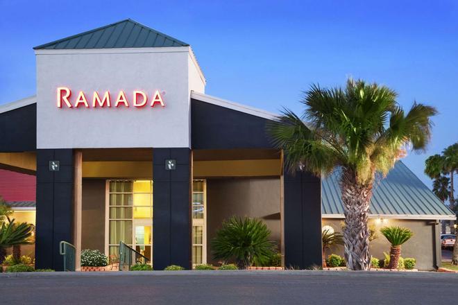 Ramada by Wyndham Del Rio - Del Rio - Building