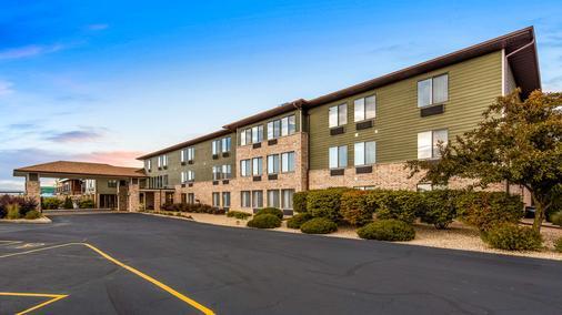 Best Western Park Oasis Inn - Mauston - Building