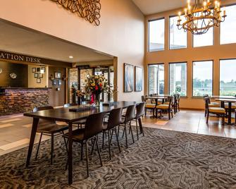 Best Western Park Oasis Inn - Mauston - Lobby