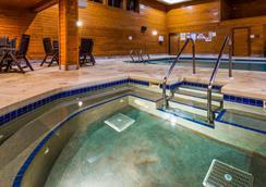 Best Western Park Oasis Inn - Mauston - Pool