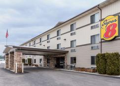 Super 8 by Wyndham Kalispell Glacier National Park - Kalispell - Building