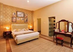 The Victoria Luxurious Guesthouse - Bandung - Bedroom