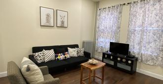 Brooklyn Apartment 2 Bedrooms - Brooklyn - Living room