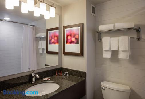 Delta Hotels by Marriott Beausejour - Moncton - Bathroom