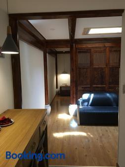 Beijing Downtown Travelotel - Beijing - Living room
