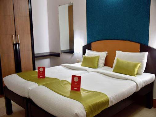 OYO 10765 Hotel Tanish - Margao - Bedroom