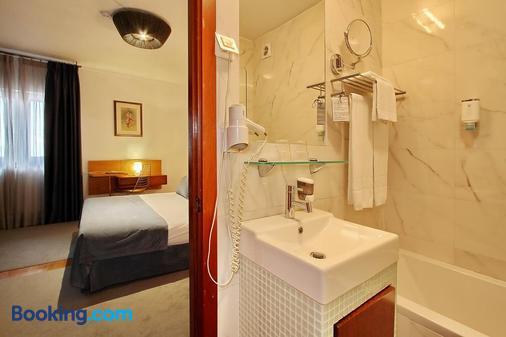 Hotel Mestre de Avis - Guimarães - Bathroom