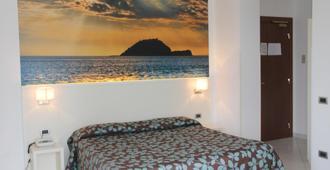 Hotel Garden - אלאסיו - חדר שינה