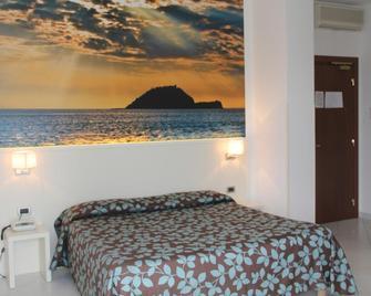 Hotel Garden - Alassio - Camera da letto