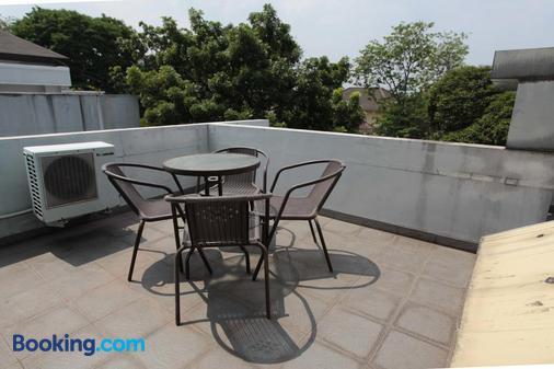 綠色特百特套房旅館 - 南雅加達 - 陽台