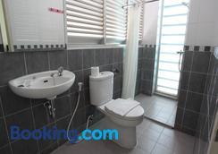 綠色特百特套房旅館 - 南雅加達 - 浴室