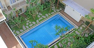 Choice Stay Hotel Denpasar - דנפסאר - בריכה