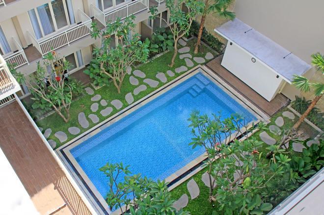 Choice Stay - Denpasar - Bể bơi