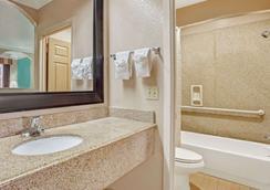 加爾維斯敦速 8 酒店 - 加耳維斯敦 - 加爾維斯敦 - 浴室
