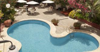 هوتل كارولو - ميندوزا - حوض السباحة