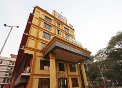 Oyo 22040 Hotel Central Plaza - Jāmul - Edificio
