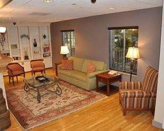 Country Inn & Suites by Radisson, Covington, LA - Covington - Wohnzimmer