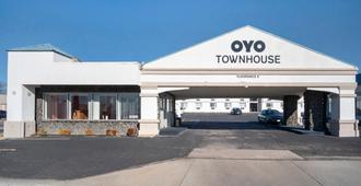 OYO Townhouse Dodge City Ks - Dodge City