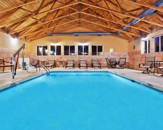 Comfort Inn Blairsville - Blairsville - Басейн