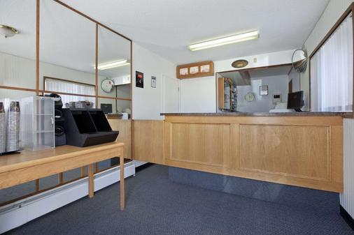Travelodge by Wyndham Moose Jaw - Moose Jaw - Front desk