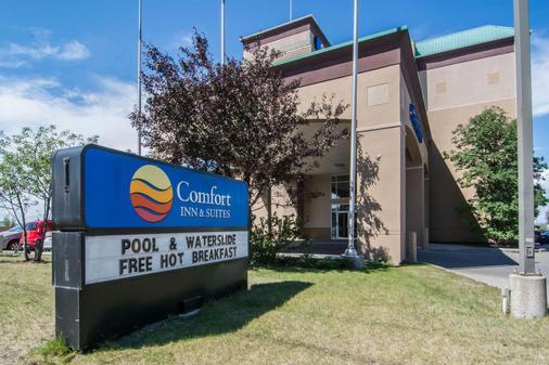 Comfort Inn & Suites Airport South - Calgary - Building