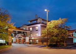 Travelodge by Wyndham Oshawa Whitby - Oshawa - Edificio