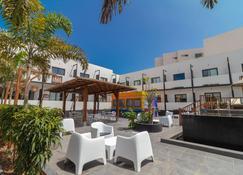 Onomo Hotel Dakar - Dakar - Patio