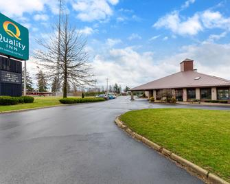 Quality Inn - Wooster - Building