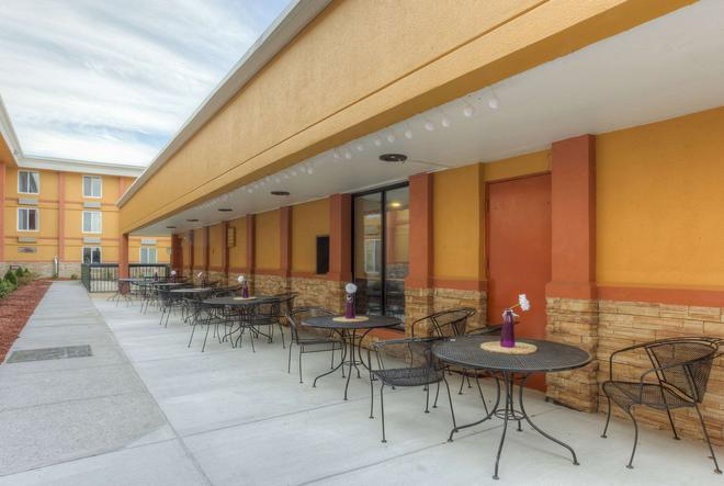 Quality Inn and Suites Chattanooga - Chattanooga - Βεράντα