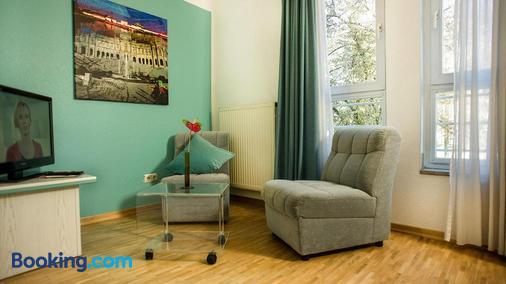 Hotel Amenity München - Munich - Living room