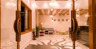 Hotel Buddha - Varanasi - Lobby
