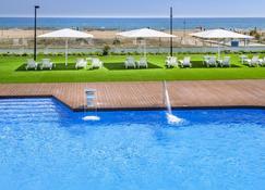 Apartamentos Playa De Castelldefels - Кастельдафелс - Pool
