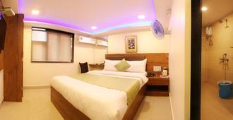 Hotel Happyland - Mumbai - Bedroom