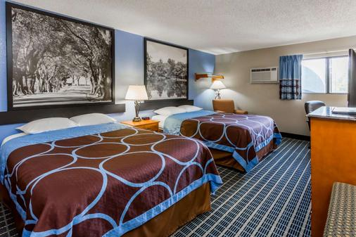 Super 8 by Wyndham Iowa City/Coralville - Coralville - Κρεβατοκάμαρα