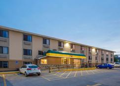 Super 8 by Wyndham Iowa City/Coralville - Coralville - Edifício