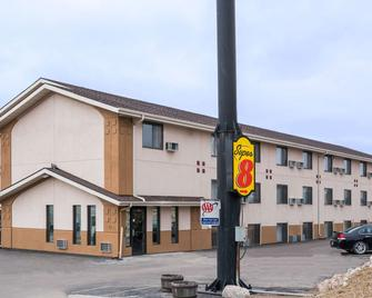 Super 8 by Wyndham Bismarck - Bismarck - Building