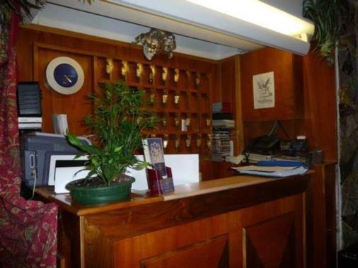 Hotel Minerva E Nettuno - Venice - Front desk