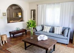 Villa Montana Beach Resort - Isabela - Wohnzimmer