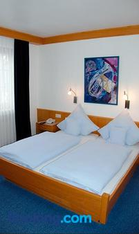 Hotel Gulser Weinstube - Koblenz - Bedroom