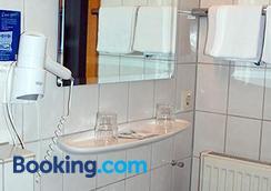 Hotel Gulser Weinstube - Koblenz - Bathroom