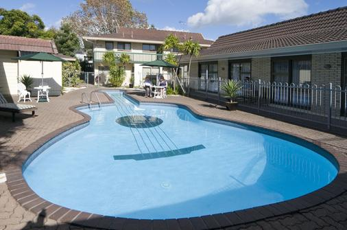 Dukes Midway Lodge - Auckland - Piscina