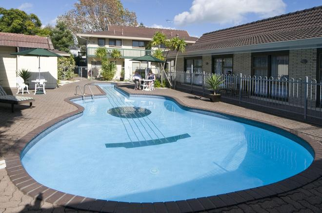 Dukes Midway Lodge - Auckland - Pool