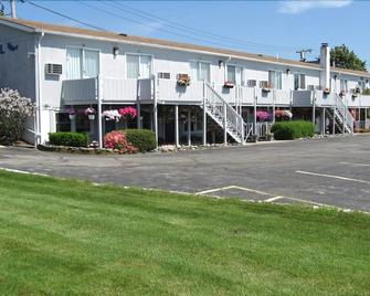 Sea Whale Motel - Middletown - Building