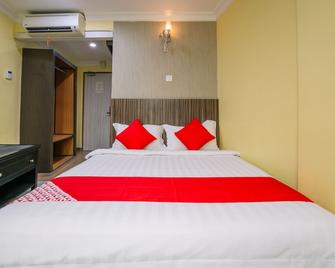OYO 653 Green World Hotel - Kampung Baharu Nilai - Bedroom