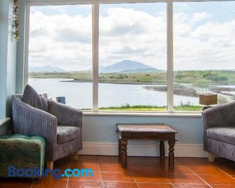 Doherty Farm Holiday Homes - Downings - Living room