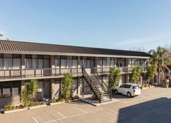 Best Western Governor Gipps Motor Inn - Traralgon - Building