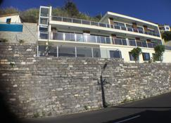 Guesthouse The View (Adults Only) - Ribeira Brava - อาคาร
