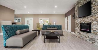 Quality Inn & Suites University Area - Charlotte - Sala de estar
