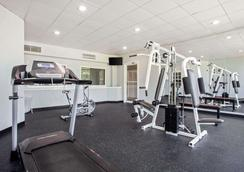 Quality Inn and Suites Univ Area - Charlotte - Gym