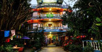 The Silver Oaks Inn - פוחארה
